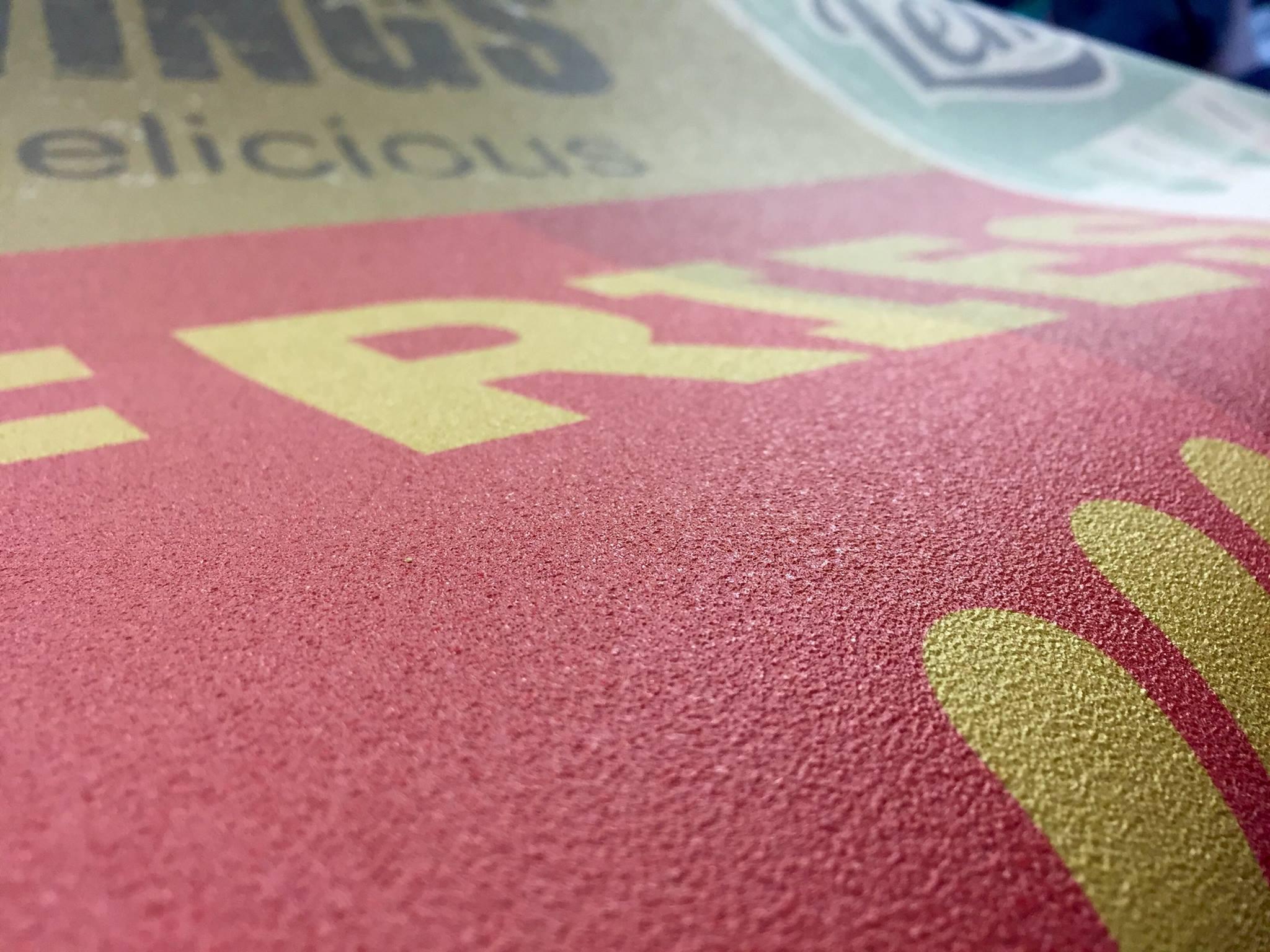 impression sur papier peint personnalis flyers stickers lettrages impression. Black Bedroom Furniture Sets. Home Design Ideas