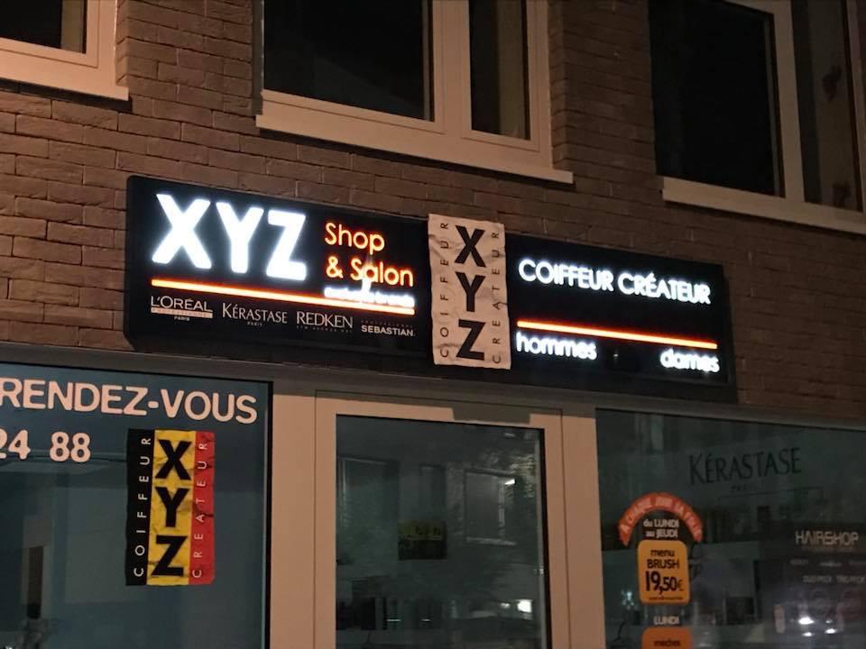 Enseigne lumineuse du salon de coiffure XYZ charleroi
